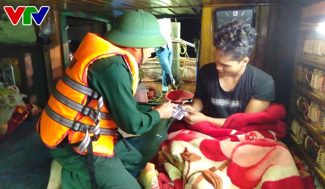 BĐBP Quảng Bình cứu thành công tàu và 5 thuyền viên gặp nạn trên biển - Ảnh 1.