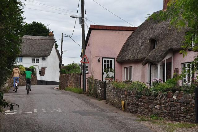 Kỳ lạ: Ngôi làng mỗi năm lại cao lên một ít - Ảnh 1.