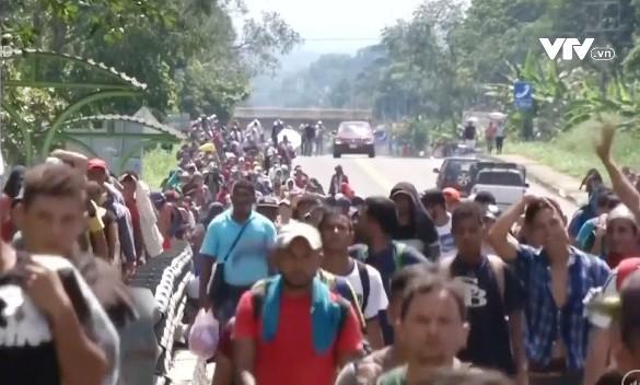 Dòng người di cư Honduras tiếp tục đổ về Mexico - Ảnh 2.