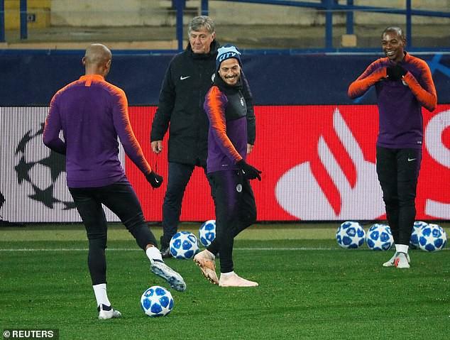 Man City hé lộ đội hình đấu Shakhtar Donetsk trên sân tập lạnh buốt - Ảnh 1.