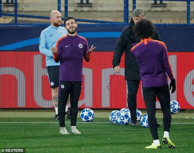 Man City hé lộ đội hình đấu Shakhtar Donetsk trên sân tập lạnh buốt - Ảnh 2.