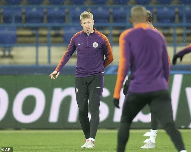 Man City hé lộ đội hình đấu Shakhtar Donetsk trên sân tập lạnh buốt - Ảnh 7.
