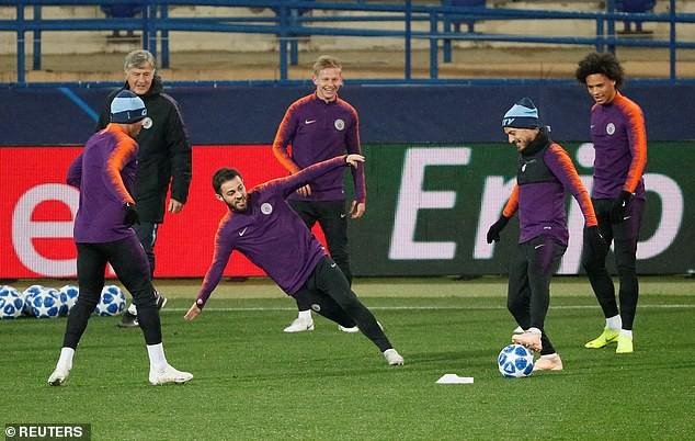 Man City hé lộ đội hình đấu Shakhtar Donetsk trên sân tập lạnh buốt - Ảnh 3.