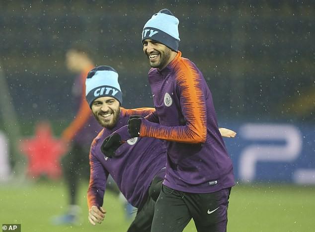 Man City hé lộ đội hình đấu Shakhtar Donetsk trên sân tập lạnh buốt - Ảnh 4.
