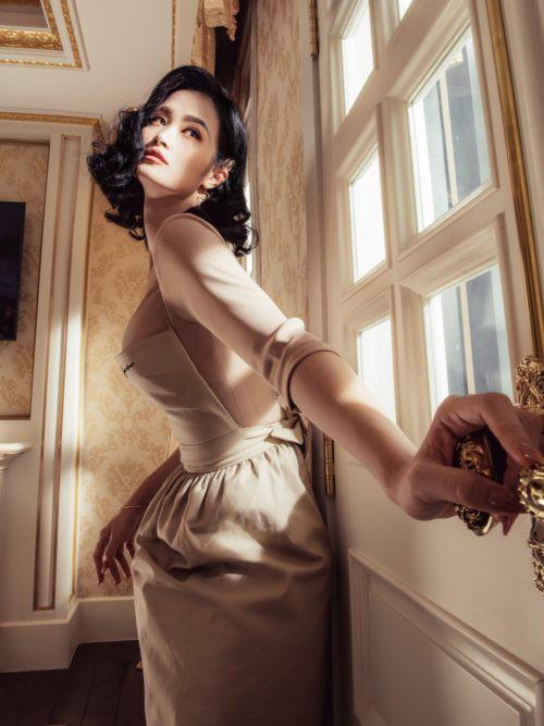 Đông Nhi kỷ niệm 10 năm ca hát với MV Xin lỗi anh quá phiền - Ảnh 1.