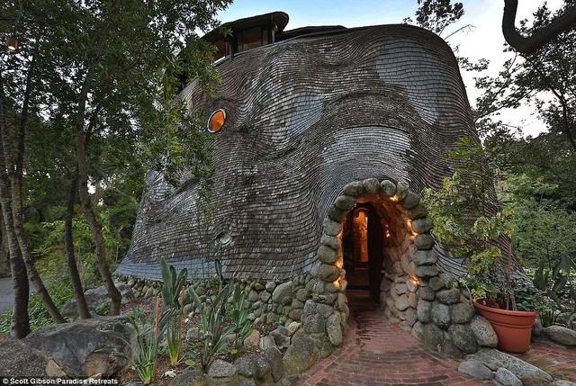 """Nhà """"quái dị"""" có giá thuê hơn 14 triệu đồng/đêm - Ảnh 1."""