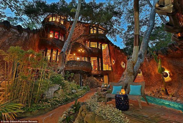"""Nhà """"quái dị"""" có giá thuê hơn 14 triệu đồng/đêm - Ảnh 2."""