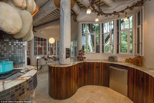 """Nhà """"quái dị"""" có giá thuê hơn 14 triệu đồng/đêm - Ảnh 5."""