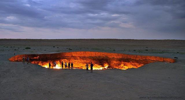 """""""Cổng địa ngục"""" bốc cháy ngùn ngụt trên sa mạc suốt nửa thế kỷ - Ảnh 6."""