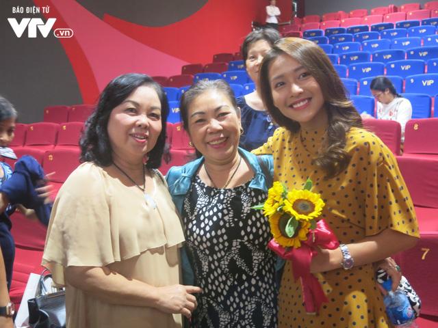 LHP Quốc tế Hà Nội 2018: Khả Ngân nghẹn ngào khi xem lại phim 100 ngày bên em - Ảnh 1.