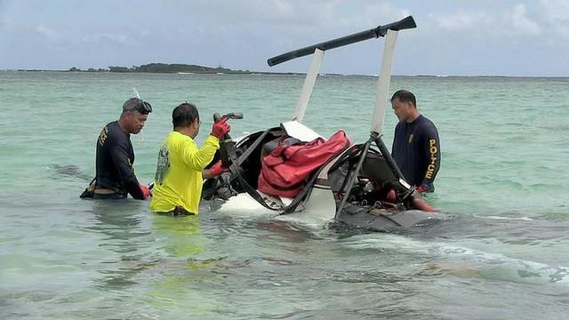 Cặp đôi thoát chết trong gang tấc khi máy bay trực thăng gặp sự cố bất ngờ - Ảnh 1.