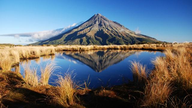 Ngọn núi thiêng 120.000 năm tuổi được trao quyền như con người - Ảnh 1.