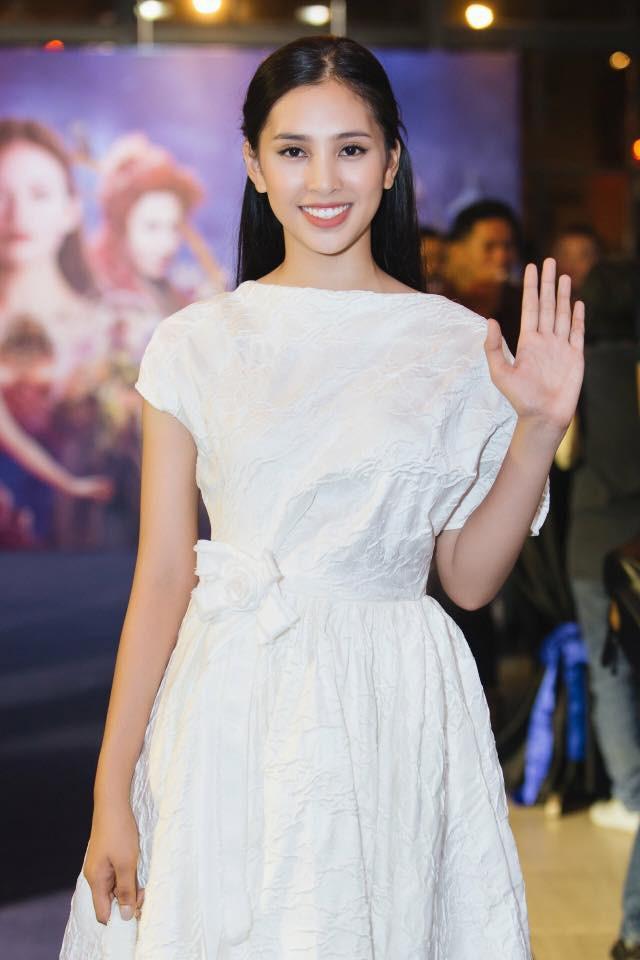 Hoa hậu Tiểu Vy hóa công chúa Disney khoe nhan sắc tuổi 18 yêu kiều - Ảnh 6.