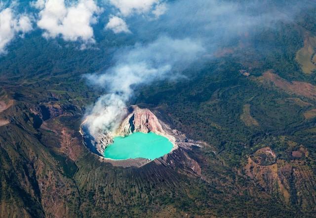 Du khách Việt kể lại hành trình khám phá miệng núi lửa kỳ ảo ở Indonesia - Ảnh 1.