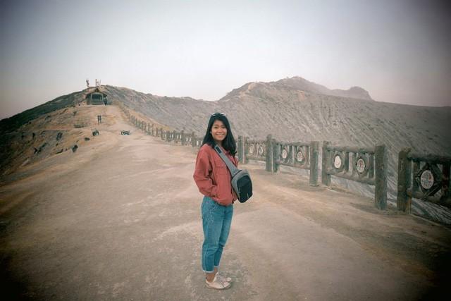 Du khách Việt kể lại hành trình khám phá miệng núi lửa kỳ ảo ở Indonesia - Ảnh 2.