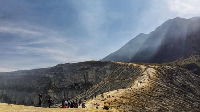 Du khách Việt kể lại hành trình khám phá miệng núi lửa kỳ ảo ở Indonesia - Ảnh 11.