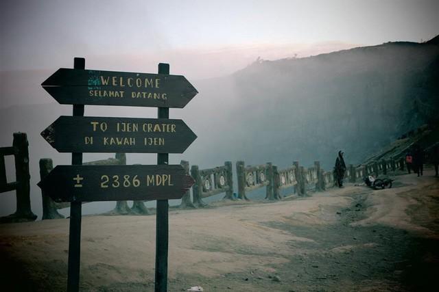 Du khách Việt kể lại hành trình khám phá miệng núi lửa kỳ ảo ở Indonesia - Ảnh 4.