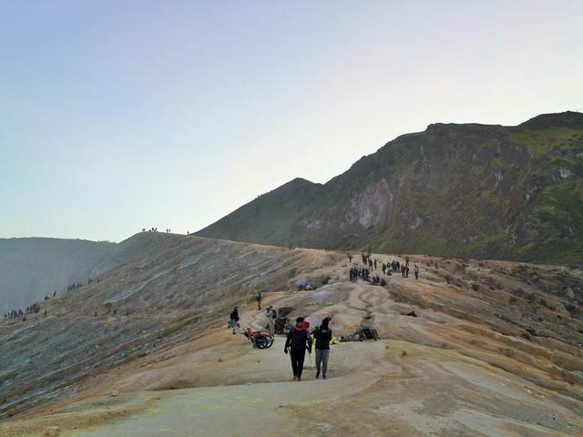 Du khách Việt kể lại hành trình khám phá miệng núi lửa kỳ ảo ở Indonesia - Ảnh 6.