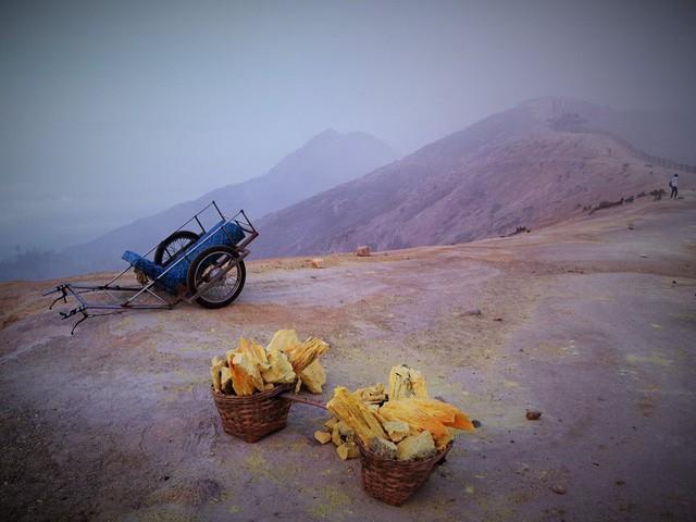 Du khách Việt kể lại hành trình khám phá miệng núi lửa kỳ ảo ở Indonesia - Ảnh 7.