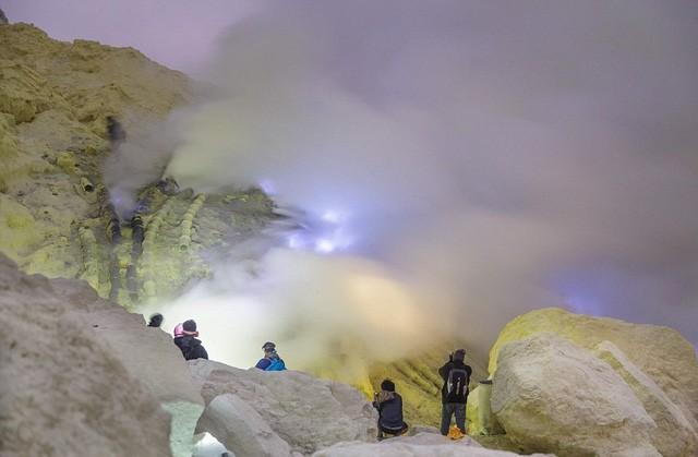 Du khách Việt kể lại hành trình khám phá miệng núi lửa kỳ ảo ở Indonesia - Ảnh 8.