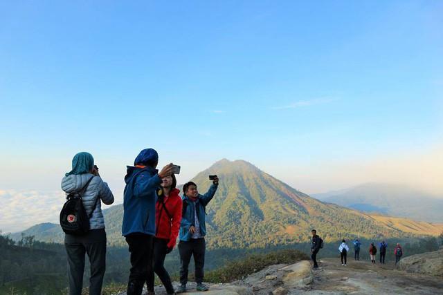 Du khách Việt kể lại hành trình khám phá miệng núi lửa kỳ ảo ở Indonesia - Ảnh 10.