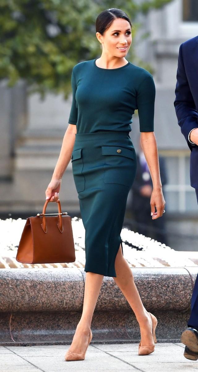 Hai công nương nước Anh thanh lịch với trang phục màu xanh - Ảnh 9.