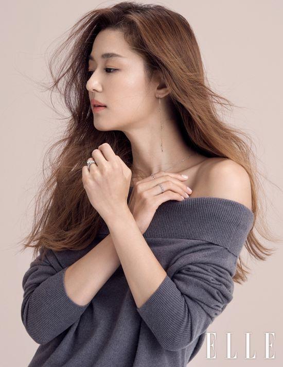 Jun Ji Hyun đối đầu với Kim Tae Hee trên tạp chí - Ảnh 5.