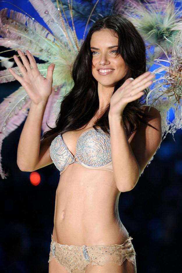 Điểm danh những mẫu nội y Fantasy Bra đình đám nhất lịch sử Victoria's Secret - Ảnh 6.