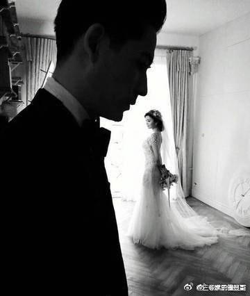 Vợ chồng Châu Du Dân đăng ảnh ngọt ngào kỷ niệm 3 năm ngày cưới - Ảnh 1.