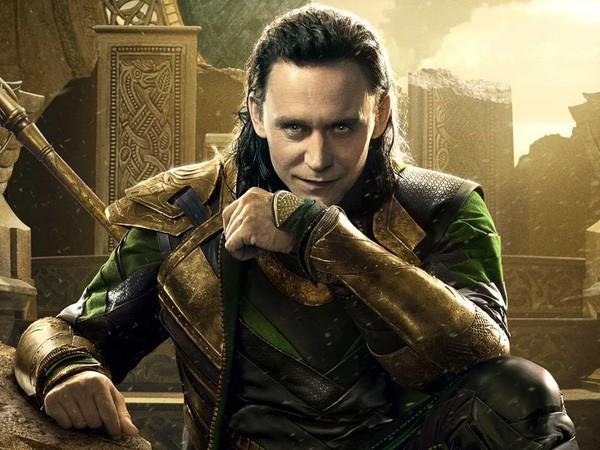 Bất ngờ tung clip khóc, Tom Hiddleston hé lộ dự án phim mới - Ảnh 2.