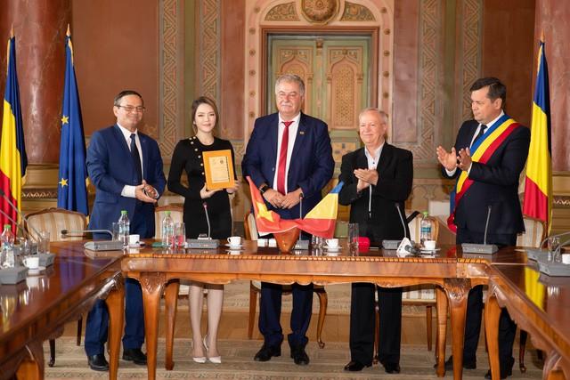 Phát động cuộc thi tranh ảnh kỷ niệm 100 năm quốc khánh Rumani - Ảnh 1.
