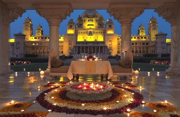 Priyanka Chopra và Nick Jonas tổ chức đám cưới ở cung điện xa hoa hàng đầu tại Ấn Độ - Ảnh 2.