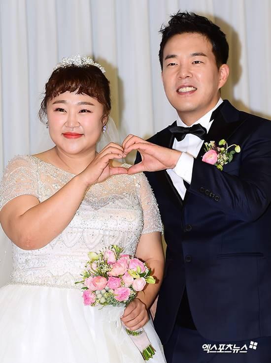 """Chuyện tình cổ tích của """"cô nàng xấu xí"""" xứ Hàn với bạn diễn điển trai - Ảnh 1."""