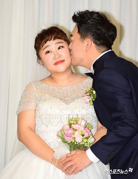 """Chuyện tình cổ tích của """"cô nàng xấu xí"""" xứ Hàn với bạn diễn điển trai - Ảnh 2."""