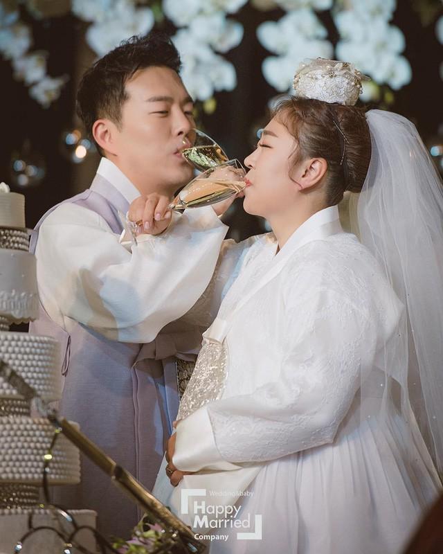 """Chuyện tình cổ tích của """"cô nàng xấu xí"""" xứ Hàn với bạn diễn điển trai - Ảnh 3."""