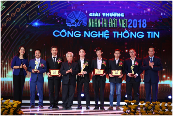 Vietnam's Car was honored at the Vietnam Talent Award - Picture 1.