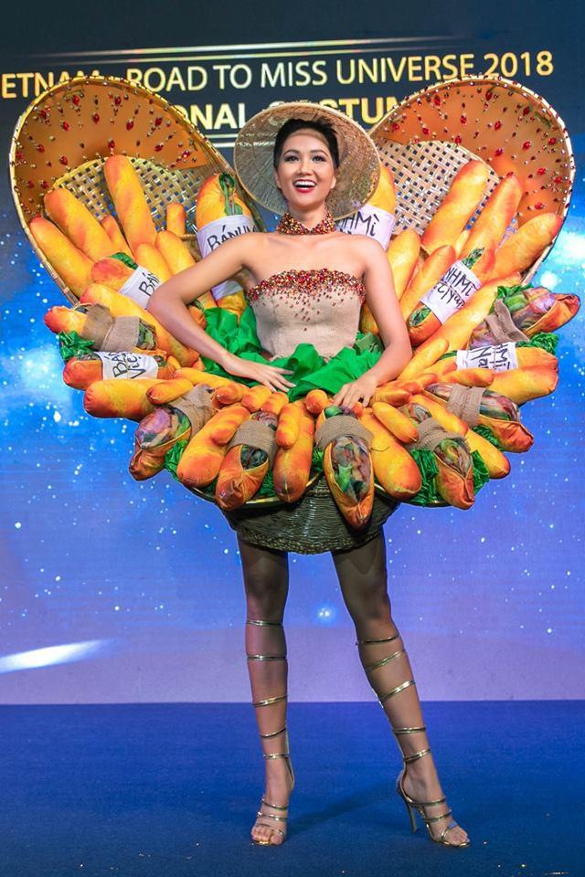 Cận cảnh HHen Niê diện trang phục bánh mì tới Miss Universe - Ảnh 4.