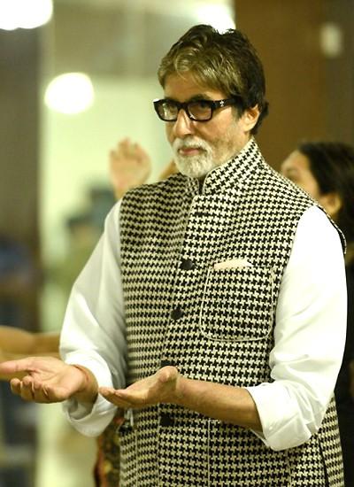 Ngôi sao Bollywood trả nợ cho gần 1.400 nông dân - Ảnh 1.