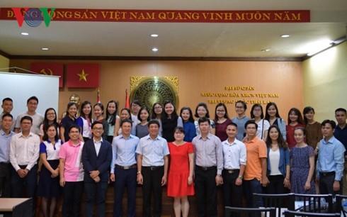 Đại sứ quán Việt Nam tại Thái Lan đối thoại với lưu học sinh - Ảnh 2.