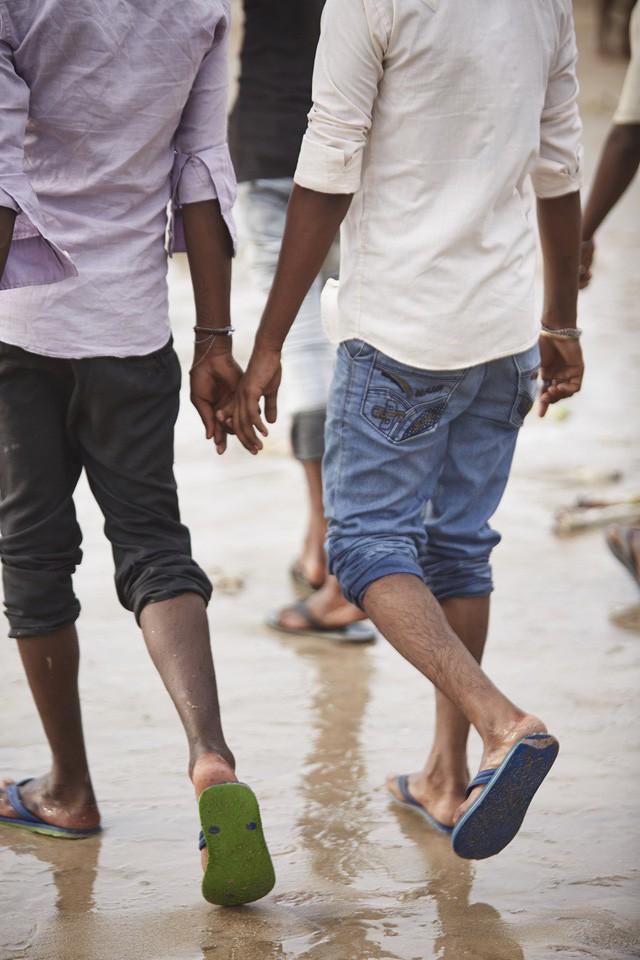 Đàn ông nắm tay nhau đi trên phố - Nét văn hóa thú vị của người Ấn Độ - Ảnh 6.
