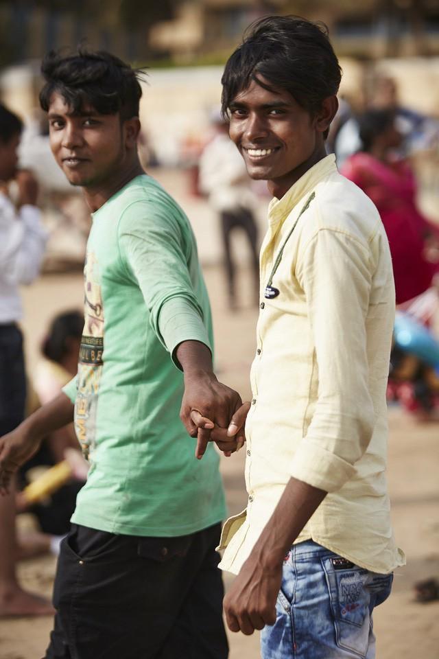 Đàn ông nắm tay nhau đi trên phố - Nét văn hóa thú vị của người Ấn Độ - Ảnh 7.