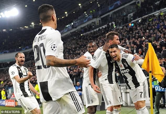 Kết quả Champions League rạng sáng 28/11: Juventus và Man Utd thắng tối thiểu, Real đánh bại Roma trên sân khách - Ảnh 3.