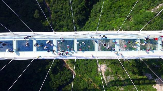 11 cây cầu treo đáng sợ nhất thế giới - Ảnh 1.