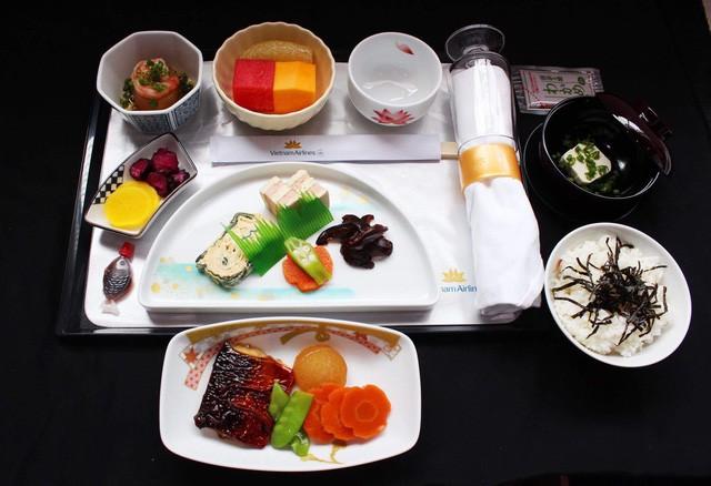 Mới lạ du lịch ẩm thực Nhật Bản giữa không trung - Ảnh 1.