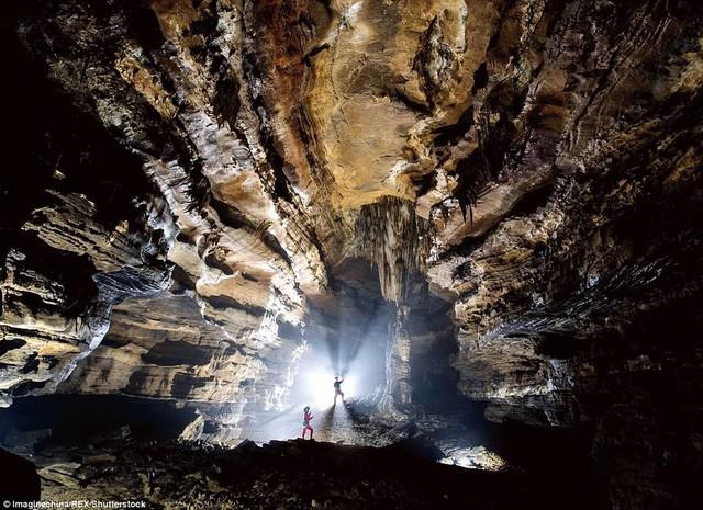 Bên trong hang động có thể chứa vừa... 4 đại kim tự tháp Giza ở Trung Quốc - Ảnh 7.