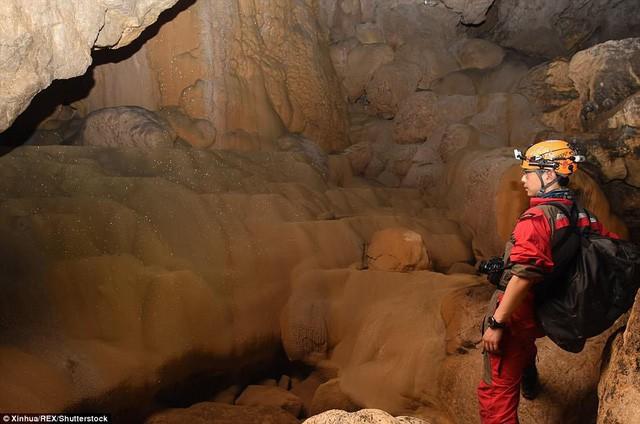 Bên trong hang động có thể chứa vừa... 4 đại kim tự tháp Giza ở Trung Quốc - Ảnh 9.