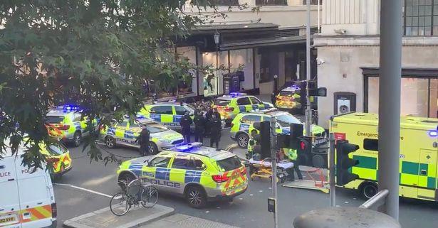 Tấn công bằng dao ở London, Anh - Ảnh 1.