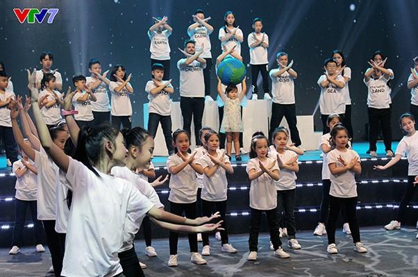 Hòa ca 2019: Hấp dẫn với những tiết mục chuyên nghiệp, hoành tráng từ các bạn học sinh - Ảnh 1.