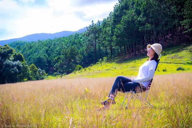 Những đồi cỏ xanh bạt ngàn trên cung đường trekking đẹp nhất Việt Nam - Ảnh 10.