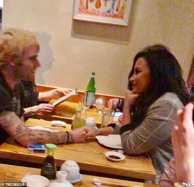 Kết thúc khóa cai nghiện, Demi Lovato hẹn hò cùng bạn trai mới - Ảnh 1.